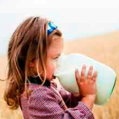 94 Respuestas imagen niña bebiendo leche