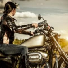 94 imagen mujer moto