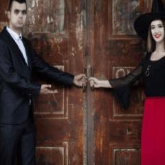 94 Respuestas imagen vampiro y bruja en una puerta